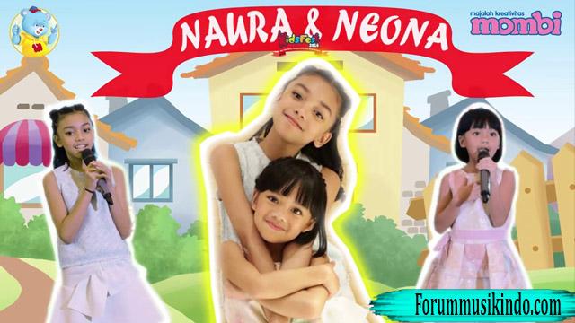 Naura Dan Neona Menghibur Anak-Anak