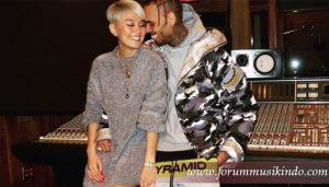 Overdose Agnes Monica dan Chris Brown